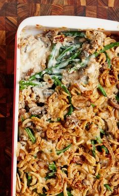 How To Make THE BEST Classic Green Bean Casserole Recipe from scratch. NO cans here, which makes it slightly more healthy Green Bean Casserole Recipe From Scratch, Homemade Green Bean Casserole, Healthy Green Bean Casserole, Healthy Green Beans, Classic Green Bean Casserole, Greenbean Casserole Recipe, Easy Casserole Recipes, Casserole Ideas, Thanksgiving Side Dishes