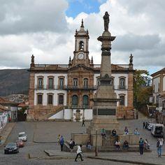 A Praça Tiradentes é um lugar incrível para quem é apaixonado por história. Tem o museu da Inconfidência a estátua de Tiradentes no local onde foi pendurado sua cabeça (após ter sido esquartejado). Também há na praça a casa (sobrado) onde o Rei D. João ficou hospedado quando visitou a antiga cidade de Vila Rica - Ouro Preto - MG - Brasil http://ift.tt/21aNnAE ----------- #museudainconfidência #museudainconfidencia #belohorizonte #belohorizontemg #belohorizontecity #igers_belohorizonte…