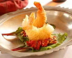Christmas recipes: Kadayif wrapped king prawns - Daily Gloss King Prawn Recipes, Shrimp Recipes, Christmas Entrees, Christmas Recipes, Shrimp Wraps, Turkish Recipes, Ethnic Recipes, Appetisers, Fish And Seafood
