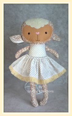 """Sweet lamb <3  (46 cm or 18"""" in)  You can buy her, here: https://www.etsy.com/…/Sewingaffectio…/pt/listings/469696344 Or contact me to: sewingaffections@outlook.com or private message  We can creat a custom made doll/softie, and you can choose hair color, skin tone, dress colors.  (Pattern by Dolls and Day Dreams)"""