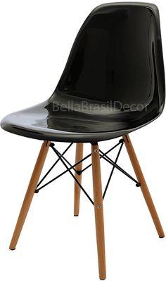 Cadeiras Charles Eamens DKR. Base em madeira e assento em policabornato.