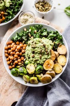 Start off the new year with a little self-care and healthy eats! These Green Goddess Pesto Bowls are the perfect way to hit the reset button and pack in those added nutrients. Crispy Chickpeas, Toasted Pumpkin Seeds, Green Veggies, Vegan Parmesan, Green Goddess, Vegan Recipes, Free Recipes, Vegan Food, Bon Appetit