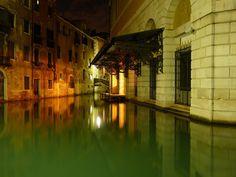 http://miriadna.com/desctopwalls/images/max/In-Venezia.jpg