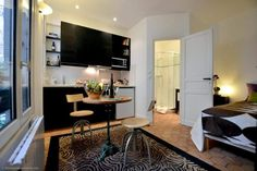 Nice fully renovated studio apartment for rent at Passage d'Enfer in Montparnasse area (14th district of Paris).