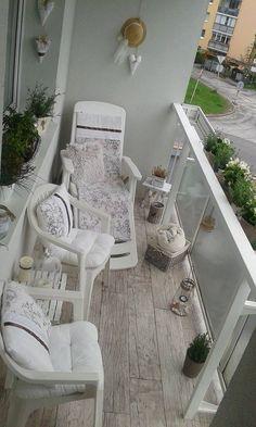 Táto inšpirácia je skvelým príkladom toho, ako jednoducho a pekne je možné prerobiť balkón podľa vlastných predstáv a takmer zadarmo. Autorka tejto premeny má v obľube provensálky štýl a tak sa rozhodla, že si svoj balkón...