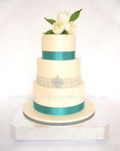 White Tulip Wedding Cake - by CakeMeToYourParty @ CakesDecor.com - cake decorating website