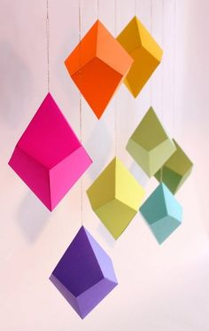 With these large geometric colorful shapes I'll create a hanging chandelier.