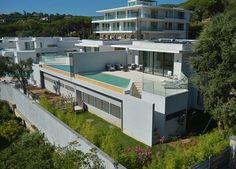 Первая оккупация! Новое строительство с фантастическим видом на море #St_Maxime  Эта красивая двухуровневая квартира расположена на уровне сада, состоит из больших объемах и пользуется большой крытой террасой.   Поставляется с частным бассейном!  Вы найдете один из