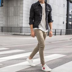 26 OUtfits you should copy from this influencer! Teen Guy Fashion, Winter Fashion Outfits, Mens Fashion, Yeezy Fashion, Street Fashion, Black Denim Jacket Outfit, Look Man, Stylish Mens Outfits, Mens Style Guide