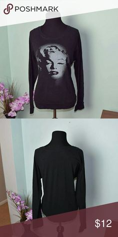 Beautiful Marilyn Monroe Graphic Long Sleeve Top In excellent condition Tops Tees - Long Sleeve