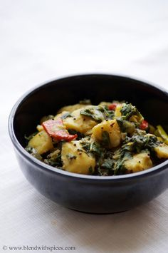 Saag Aloo Recipe - A Popular North Indian Curry made with Spinach and Potatoes. #indianfood #recipes #cooking #sidedish #vegan blendwithspices.com