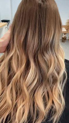 Copper to strawberry blonde bayalage / ombré with beach waves. #bayalage #bis #erdb ...#bayalage #beach #bis #blonde #copper #erdb #ombre #strawberry #waves