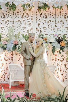Ideas For Muslim Wedding Photography Bride Groom Hijab Bride, Wedding Hijab, Wedding Poses, Wedding Couples, Wedding Ideas, Indonesian Wedding, Foto Wedding, Wedding Ring, Bridesmaid Dresses