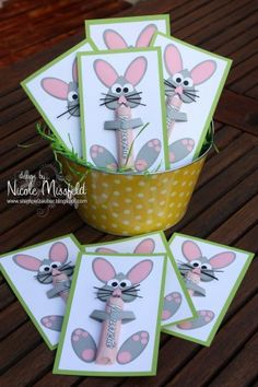 See the photo of GrossstadtKind titled Schöne Ba .- Sehe dir das Foto von GrossstadtKind mit dem Titel Schöne Bastelidee für Oster… See the photo of GrossstadtKind entitled Beautiful craft idea for Easter … – Crafting – you - Happy Easter, Easter Bunny, Diy And Crafts, Crafts For Kids, Easter Presents, Easter Party, Easter Gift, Easter Holidays, Spring Crafts