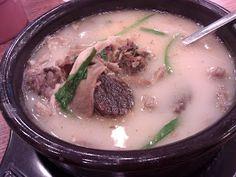 Blood sausages - the Korean weird eat   http://www.cunggie.com/2012/08/korean-traditional-eat-sundae.html
