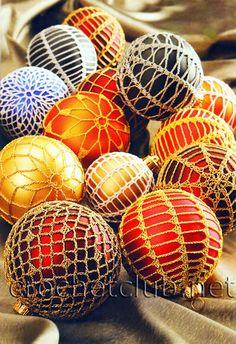 Crochet ornaments, patterns, a lot - Boże Narodzenie - bombki - Urszula Niziołek - Picasa Web Albums Christmas Globes, Christmas Baubles, Holiday Ornaments, Christmas Art, Christmas Decorations, Xmas, Crochet Tree, Crochet Ball, Crochet Lace Edging