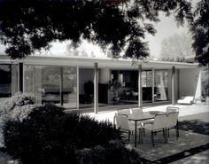 Zimmerman Residence by Craig Ellwood, 1953, photo by Julius Shulman]