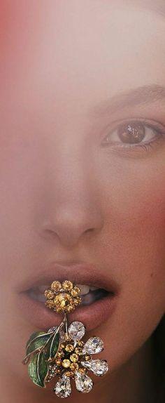 Queen Bees, Stylish, Earrings, Beautiful, Jewelry, Fashion, Ear Rings, Moda, Stud Earrings