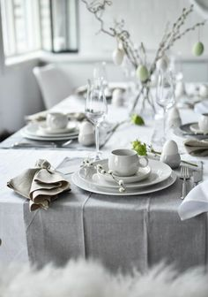Table Setting Inspiration, Decoration Inspiration, Work Inspiration, Easter Table Decorations, Decoration Table, Ester Decoration, Design Tradicional, Easter Dinner, Deco Table