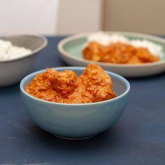 Lag kylling tikka masala helt fra bunnen av. Da får du får frem den deilige aromaen fra alle krydrene, og kan ikke sammenlignes med ferdigposene. Garam Masala, Rice, Food, Cilantro, Meals, Laughter, Jim Rice, Brass