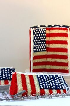 Loving this American flag cake! Super cute for July 4th!