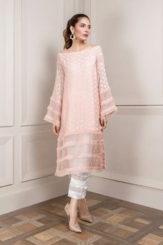 Simple Pakistani Dresses, Pakistani Fashion Casual, Pakistani Dress Design, Pakistani Outfits, Indian Outfits, Indian Fashion Trends, Emo Outfits, Stylish Dresses For Girls, Stylish Dress Designs