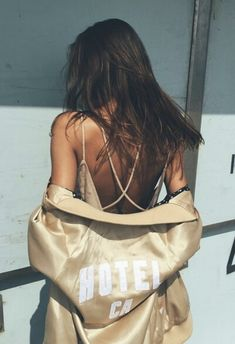 Golden girl gold outfit champaign girl strappy top summer outfit low back fashion style Robes Glamour, Looks Style, My Style, Fashion Killa, Fashion Trends, Fall Fashion, Vogue, Passion For Fashion, Cute Outfits