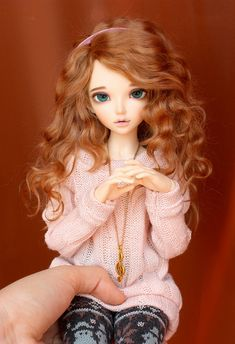 Her hair is nice too.. so if I have red wig for her it's something like this..