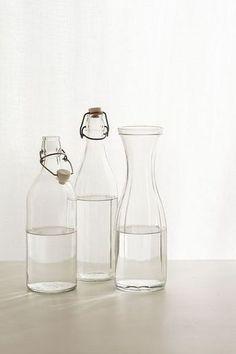 カラフェ(carafe)とは、水やワインを入れる卓上瓶のことです。