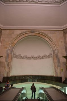 Στάση μετρό Ploschad Revolyutsii Moscow Metro, World Famous, Most Beautiful, Mirror, Mirrors, Tile Mirror
