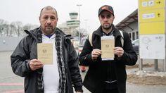 Dutzende irakische Flüchtlinge flogen am Mittwoch vom Flughafen Tegel aus zurück in die Heimat. Gründe seien schlechte Bedingungen und rechtsradikale Attacken.