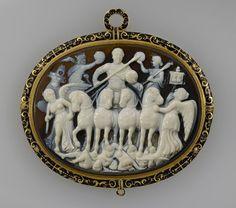"""camée, """"Triomphe de Licinius"""" (camée.308), BnF. 4ème s. après J.C."""