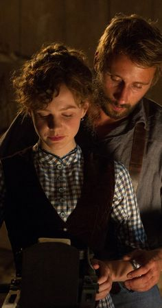 Far from the Madding Crowd.Longe Deste Insensato Mundo (2015) photos, including production stills, premiere photos and other event photos, publicity photos, behind-the-scenes, and more.