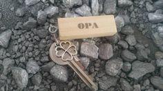 Bekijk dit items in mijn Etsy shop https://www.etsy.com/nl/listing/257318361/i-love-opa-sleutelhanger
