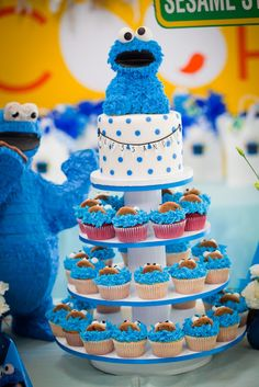 cookie monster cupcake/cake stand #kids #party #birthday