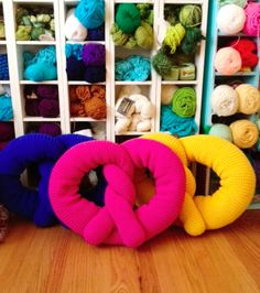 Giant crocheted pretzel pillows a al twinkie chan!