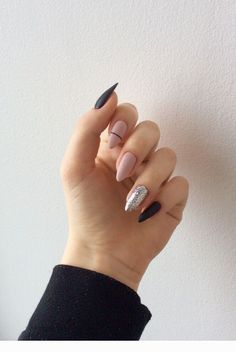 On average, the finger nails grow from 3 to millimeters per month. If it is difficult to change their growth rate, however, it is possible to cheat on their appearance and length through false nails. Aycrlic Nails, Nail Manicure, Swag Nails, Hair And Nails, Almond Acrylic Nails, Summer Acrylic Nails, Best Acrylic Nails, Stylish Nails, Trendy Nails
