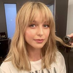 Picture of Melissa Benoist Honey Blonde Hair Color, Blonde Hair With Bangs, Short Hair With Bangs, Short Hair Styles, Hot Haircuts, Haircuts With Bangs, Oval Face Hairstyles, Bang Haircuts, Fringe Hairstyles