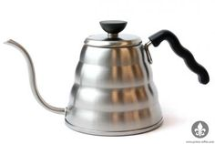 Hario's Buono is a 1200 mL kettle designed to provide an optimal flow rate for pour over brewing.