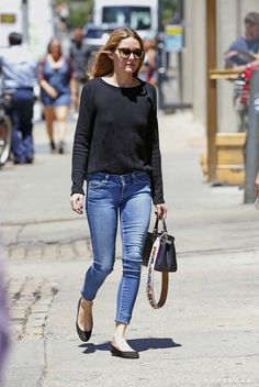 Olivia Palermo Came Up With the Best Method For Showing Off Your New It Bag - June 2016