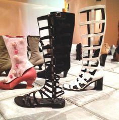 De opengewerkte laarzen zie ik niet direct elegant aansluiten rond mijn eigen hollandse kuiten…