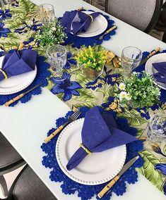Table decorations - 58 Inpriations to Create Dusty Blue Wedding – Table decorations Blue Table Settings, Beautiful Table Settings, Party Table Decorations, Table Centerpieces, Oktoberfest Party, Table Arrangements, Elegant Table, Deco Table, Center Pieces