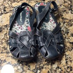 Bare Traps blue sandals.   NWOT Really cute sandals.   Leather uppers, rubber bottoms.   Medium width.   031907 Bare Traps Shoes Flats & Loafers