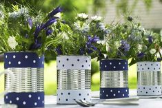 Blue-white summer deco for the garden Yellow Perennials, Genius Ideas, Recycling, Summer Deco, Decorating A New Home, Decorating Ideas, Holiday Parties, Holiday Decor, Christmas Rose