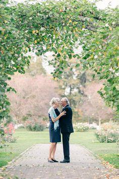 Pienet häät voivat olla hyvinkin romanttiset ja lämpimät. Lue mun uusimmasta postauksesta muutamia vinkkejä ja mahdollisuuksia, joilla pienistä juhlista voi saada tosi ikimuistoiset ja erityiset #häät #weddingideas #anniversary #hääkuvaajatampere Small Intimate Wedding, Intimate Weddings, Jenni, Wedding Ideas, Couple Photos, Couples, Photography, Beautiful, Couple Shots