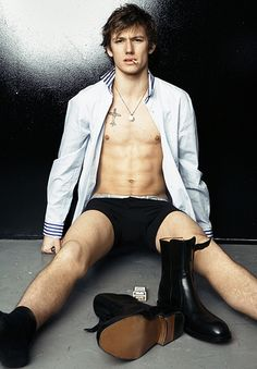 Smoking is disgusting, unless you're Alex Pettyfer