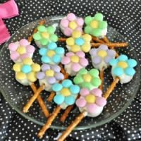 Edible Flowers on MyRecipeMagic.com. these are perfect for spring and the kids can help!!