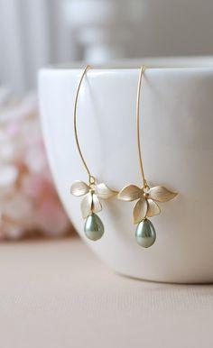 Flor oro verde salvia perlas pendientes. Lágrima verde salvia pera en forma de mate oro orquídea colgantes largos pendientes de perlas