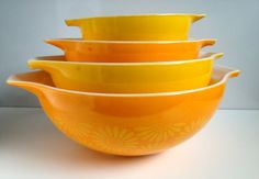 Set of Four Pyrex Daisy Cinderella Mixing Bowls GIFT SHIPPING AVAILABLE