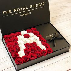 Bestelle jetzt Deine selbst gestaltete Royal Deluxe Box: INFINITY  LETTER MIDI  www.theroyalroses.de  #theroyalrosesgermany #rosebox #infinityroses #royal #deluxe #customized #individual #beautiful
